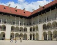 krakow-wawel-courtyard